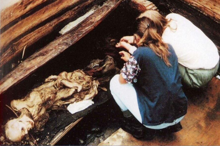 рраскопки алтайской мумии