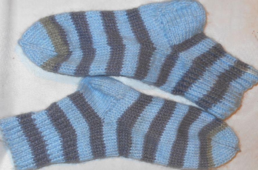 самостоятельно связать полосатые носки