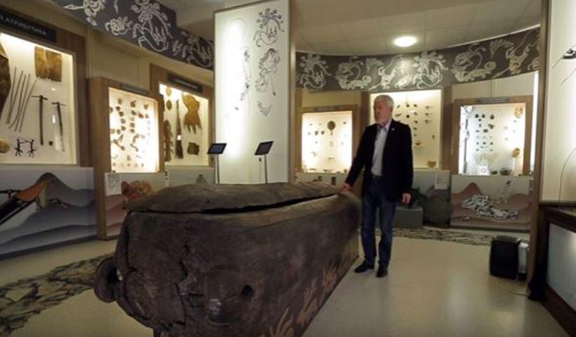 погребальная колода в музее