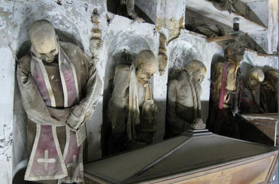 коридор монахов
