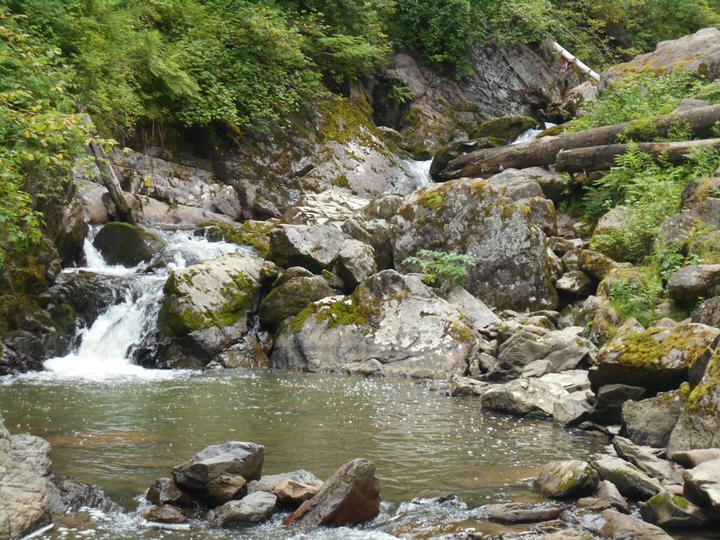 Водопад на реке Ойрок.